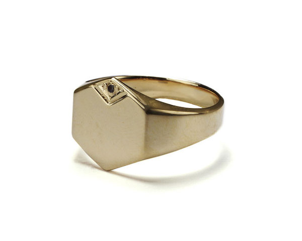Hexo_signet_ring_gold_sideways_large